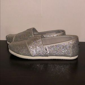 Silver Little Girls Toms. Size Y13 BAND NEW!